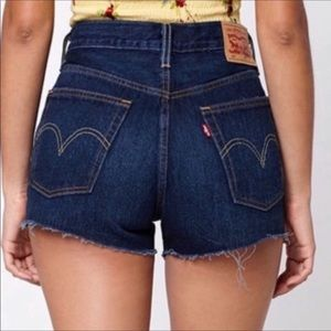 Levi's dark wash high waist mom jean shorts sz 27
